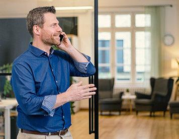 Beratung gefällig? Sven Lueckerath ist unser allzeitbereiter Versicherungsexperte.