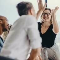 High Five für betriebliche Altersvorsorgen und ein entspanntes altern.