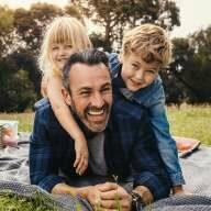 Lachend das Leben genießen und sicher sein, im Todesfall sind meine Liebsten abgesichert. Unsere Sterbegeldversicherungen.