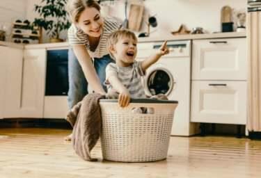 Die Hausratversicherung zeigt Ihnen wo es langgeht, nämlich volle Pulle bestes Leben.